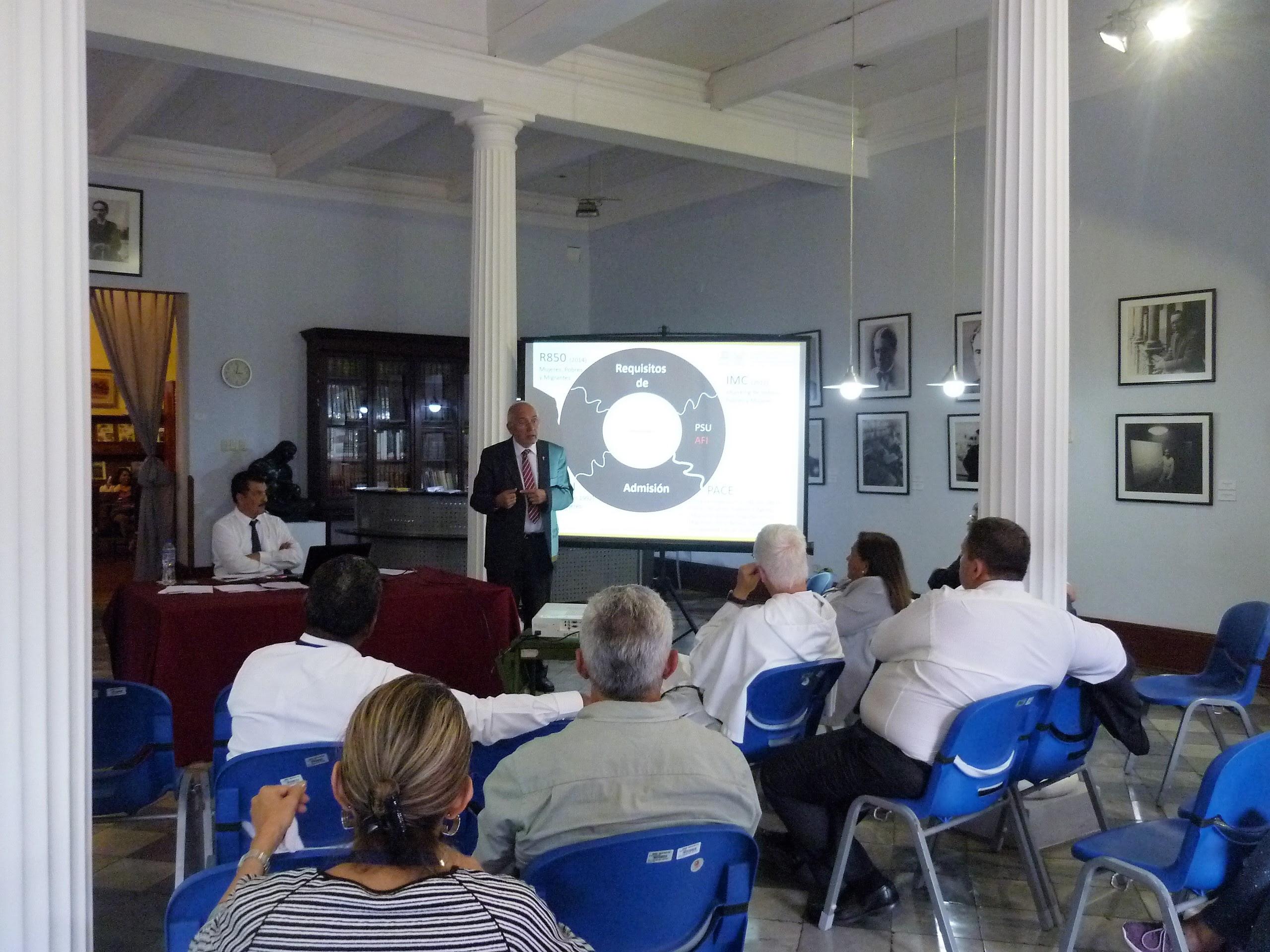 Mesas de trabajo durante el IX Encuentro de RedES