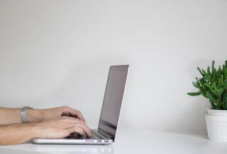 39 jóvenes universitarios del Perú recibieron laptops y tabletas en la Competencia Líderes Digitales